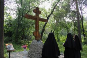 Лития у поклонного креста